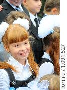 Купить «1 сентября.Первоклашки.  Рыжая первоклассница», эксклюзивное фото № 1091527, снято 1 сентября 2008 г. (c) Катерина Белякина / Фотобанк Лори