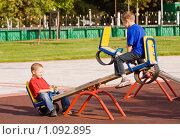 Купить «Два мальчика качаются на качелях», фото № 1092895, снято 12 сентября 2009 г. (c) Сергей Лаврентьев / Фотобанк Лори