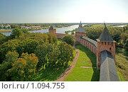 Купить «Вид на крепостную стену с башни Кокуй, Великий Новгород», эксклюзивное фото № 1094755, снято 12 сентября 2009 г. (c) Самохвалов Артем / Фотобанк Лори
