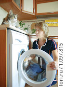 Купить «Девушка стирает», фото № 1097815, снято 23 августа 2008 г. (c) Петроченко Мария Петровна / Фотобанк Лори