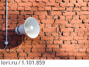 Купить «Громкоговоритель на кирпичной стене», эксклюзивное фото № 1101859, снято 31 января 2009 г. (c) Александр Щепин / Фотобанк Лори