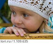 Задумчивая девочка. Стоковое фото, фотограф Коротеев Сергей / Фотобанк Лори