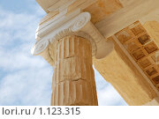 Купить «Античная колонна, афинский Акрополь, Пропилеи», фото № 1123315, снято 17 сентября 2009 г. (c) Елисеева Екатерина / Фотобанк Лори