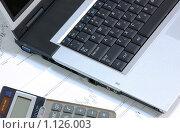 Купить «Ноутбук и калькулятор на финансовых графиках», фото № 1126003, снято 27 февраля 2006 г. (c) Роман Бородаев / Фотобанк Лори