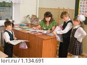Купить «Первый учитель и его ученики», фото № 1134691, снято 22 сентября 2009 г. (c) Федор Королевский / Фотобанк Лори