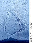 Купить «Морозный узор на стекле», фото № 1135071, снято 21 ноября 2018 г. (c) ElenArt / Фотобанк Лори
