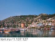 Купить «Яхты у берега. Турция», фото № 1137127, снято 21 октября 2019 г. (c) Алексей Хромушин / Фотобанк Лори