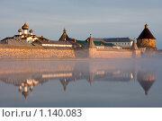 Спасо-Преображенский Соловецкий монастырь утром со стороны Святого озера (2009 год). Редакционное фото, фотограф Михаил Ворожцов / Фотобанк Лори