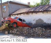 Запрыгнуть на крышу не хватило трамплина (2009 год). Редакционное фото, фотограф Николай Иванов / Фотобанк Лори