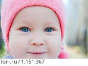 Портрет счастливого улыбающегося ребенка - девочки с голубыми глазами. Стоковое фото, фотограф djandre77 / Фотобанк Лори