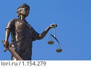 Купить «Фрагмент статуи Фемиды на Дворце правосудия в Екатеринбурге», фото № 1154279, снято 14 августа 2009 г. (c) NataMint / Фотобанк Лори