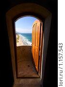 Купить «Вид на море через дверь. Венесуэла, остров Маргарита», фото № 1157543, снято 17 сентября 2009 г. (c) Алексей Лебедев / Фотобанк Лори