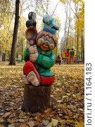 Купить «Деревянная скульптура. Поварёнок в детском парке Фили г.Москва.», фото № 1164183, снято 16 октября 2009 г. (c) Елена Ильина / Фотобанк Лори