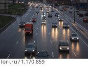 Купить «Дождь и сумерки,  автомобили едут по асфальтовой дороге», фото № 1170859, снято 24 октября 2009 г. (c) Erudit / Фотобанк Лори