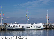 Лайнер на подводных крыльях... (2009 год). Редакционное фото, фотограф Антон Тимохин / Фотобанк Лори
