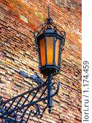 Купить «Старинный фонарь», фото № 1174459, снято 10 августа 2008 г. (c) Константин Ёлшин / Фотобанк Лори
