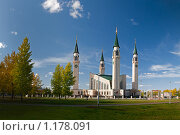 Купить «Панорама соборной мечети, г. Нижнекамск», эксклюзивное фото № 1178091, снято 26 сентября 2009 г. (c) Кучкаев Марат / Фотобанк Лори