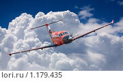 Купить «Небольшой самолет в облаках», фото № 1179435, снято 27 июня 2009 г. (c) Демчишина Ольга / Фотобанк Лори
