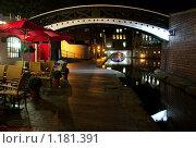 Купить «Англия, Бирмингем, Канал Уолк ночью», фото № 1181391, снято 28 августа 2009 г. (c) Paul Bee / Фотобанк Лори