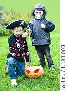 Купить «Два мальчика в маскарадных костюмах и тыква», фото № 1183003, снято 20 сентября 2009 г. (c) Кузнецова Юлия (aka Syaochka) / Фотобанк Лори