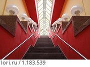 Красная лестница. Стоковое фото, фотограф Игорь Долгов / Фотобанк Лори