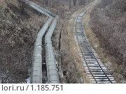 Купить «Первый снег, трубопровод и уходящая вдаль железная дорога», фото № 1185751, снято 1 ноября 2009 г. (c) Erudit / Фотобанк Лори