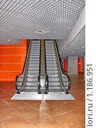 Купить «Эскалатор», фото № 1186951, снято 28 октября 2009 г. (c) Владимир Сергеев / Фотобанк Лори