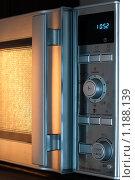 Купить «Микроволновая печь», фото № 1188139, снято 3 сентября 2009 г. (c) Константин Ёлшин / Фотобанк Лори