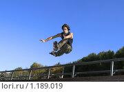 Купить «Роллер прыгает с парапета», фото № 1189019, снято 30 сентября 2007 г. (c) Бабенко Денис Юрьевич / Фотобанк Лори