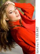 Купить «Девушка в красном», фото № 1189847, снято 9 октября 2009 г. (c) Вероника Галкина / Фотобанк Лори