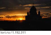 Купить «Храм Христа Спасителя в лучах заката», эксклюзивное фото № 1192311, снято 5 декабря 2008 г. (c) lana1501 / Фотобанк Лори