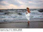 Невеста на фоне моря. Стоковое фото, фотограф Эдуард Финовский / Фотобанк Лори