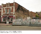 Купить «Стена, кафе и объявления», фото № 1195111, снято 26 сентября 2009 г. (c) Зуев Андрей / Фотобанк Лори