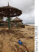 Купить «Вид пляжа г. Нячанг (Вьетнам) после тайфуна Миринаэ.», фото № 1197151, снято 5 ноября 2009 г. (c) Сергей Пономарев / Фотобанк Лори