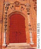 Ворота в храм (2009 год). Редакционное фото, фотограф Дульнев Михаил / Фотобанк Лори