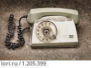 Купить «Старый телефон», фото № 1205399, снято 28 июня 2009 г. (c) Наталья Демидчик / Фотобанк Лори
