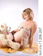 Беременная женщина с мишкой. Стоковое фото, фотограф Ольга Ковальчук / Фотобанк Лори