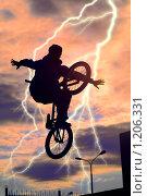 Купить «Велосипедист», фото № 1206331, снято 10 октября 2009 г. (c) Алексей Многосмыслов / Фотобанк Лори