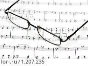 Купить «Очки на нотах», фото № 1207235, снято 24 июня 2007 г. (c) Elnur / Фотобанк Лори
