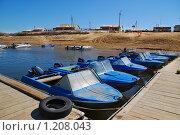 Купить «Лодки у понтона», эксклюзивное фото № 1208043, снято 6 апреля 2009 г. (c) Алёшина Оксана / Фотобанк Лори