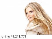 Купить «Девушка в шубе», фото № 1211771, снято 2 октября 2009 г. (c) Raev Denis / Фотобанк Лори