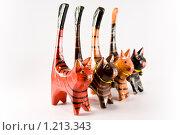 Четыре статуэтки кота из дерева. Стоковое фото, фотограф Ипполитов Александр / Фотобанк Лори