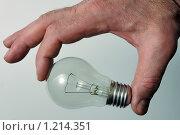 Лампочка в руке. Стоковое фото, фотограф Виталий Гречко / Фотобанк Лори
