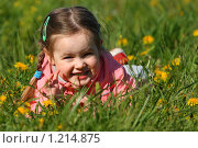 Купить «Девочка в одуванчиках», фото № 1214875, снято 27 мая 2008 г. (c) Константин Исаков / Фотобанк Лори