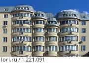 Купить «Фасад дома», эксклюзивное фото № 1221091, снято 26 июля 2008 г. (c) lana1501 / Фотобанк Лори