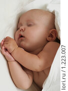 Купить «Спящая малышка», фото № 1223007, снято 22 августа 2008 г. (c) Юлия Шилова / Фотобанк Лори