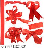 Купить «Красная атласная тесьма, лента в виде дизайнерских заготовок на белом фоне», фото № 1224031, снято 19 ноября 2009 г. (c) Федор Королевский / Фотобанк Лори