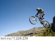 Велосипедист прыгает с камня. Стоковое фото, фотограф Шестихин Сергей / Фотобанк Лори