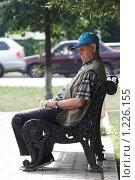 Купить «Пенсионер дремлет на лавочке», фото № 1226155, снято 19 июля 2007 г. (c) Сафронова Мария / Фотобанк Лори