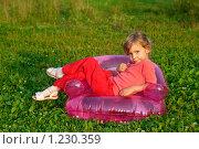 Купить «Маленькая девочка сидит в надувном кресле на открытом воздухе», фото № 1230359, снято 13 августа 2009 г. (c) Losevsky Pavel / Фотобанк Лори